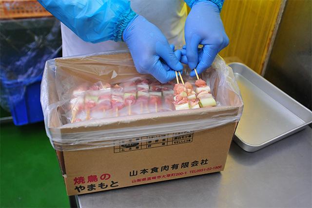 5. パッケージして冷凍保存し、鮮度が落ちぬよう温度・在庫管理しています。